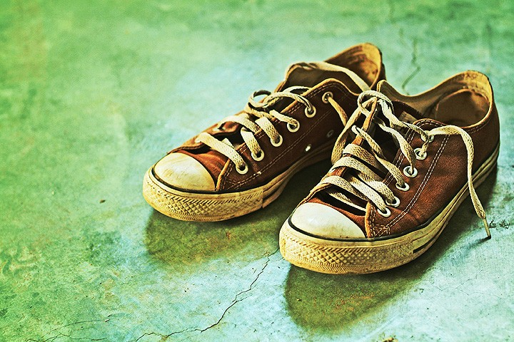 how to kill smell in shoes
